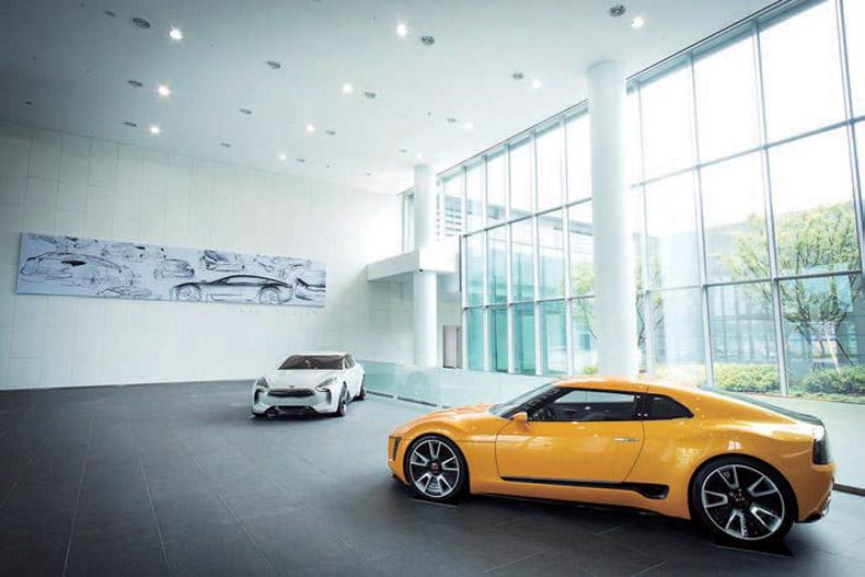 자동차는 절대 혼자 디자인할 수 없어요. 많은 팀과 협업을 하죠.