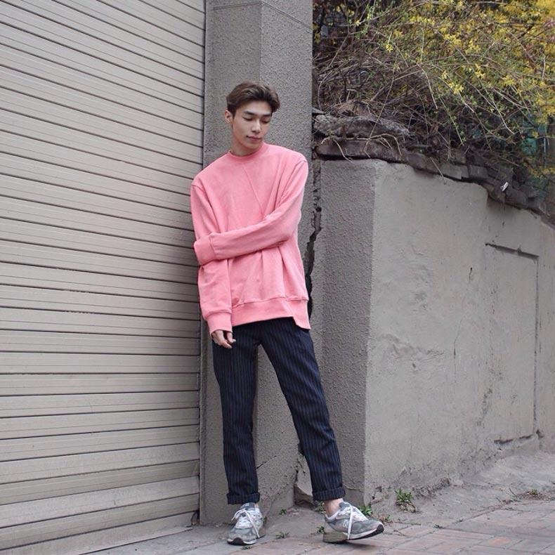 숨은 디테일을 찾아라, 볼수록 매력적인 핑크 스웨트셔츠 #다이르렌모드 #9만원대 @ta.min