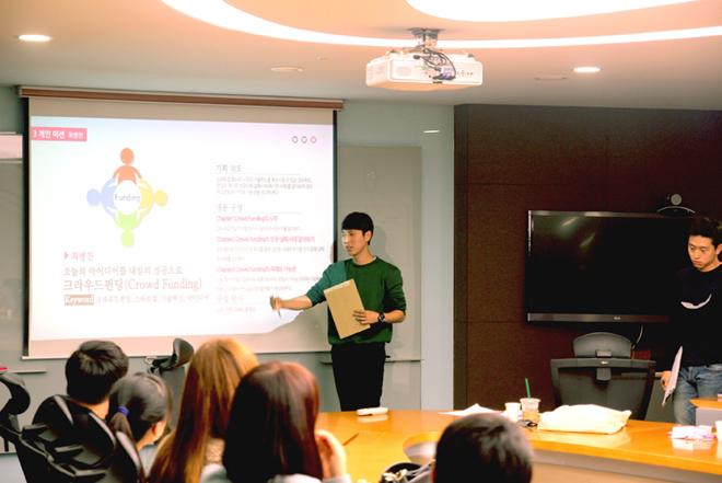 필요한 스킬을 배우는 생산적인 정기회의, LG디스플레이 임직원의 멘토링, 생생한 현장에서 가슴 뛰는 취재