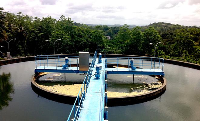 정수장은 공급된 물을 약품처리한 뒤 급속여과 방식을 통해 사용할 수 있는 깨끗한 물로 변환시키는 곳이었다.