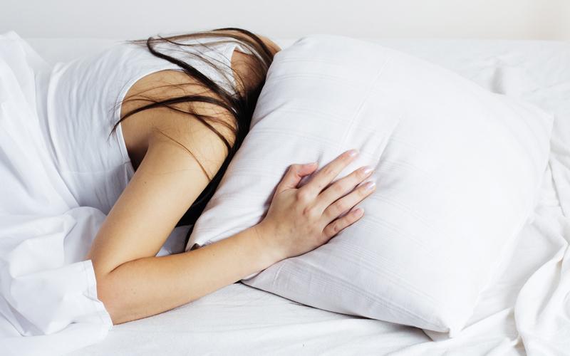 우울증을 앓고 있는 사람은 수면하기 어렵다.